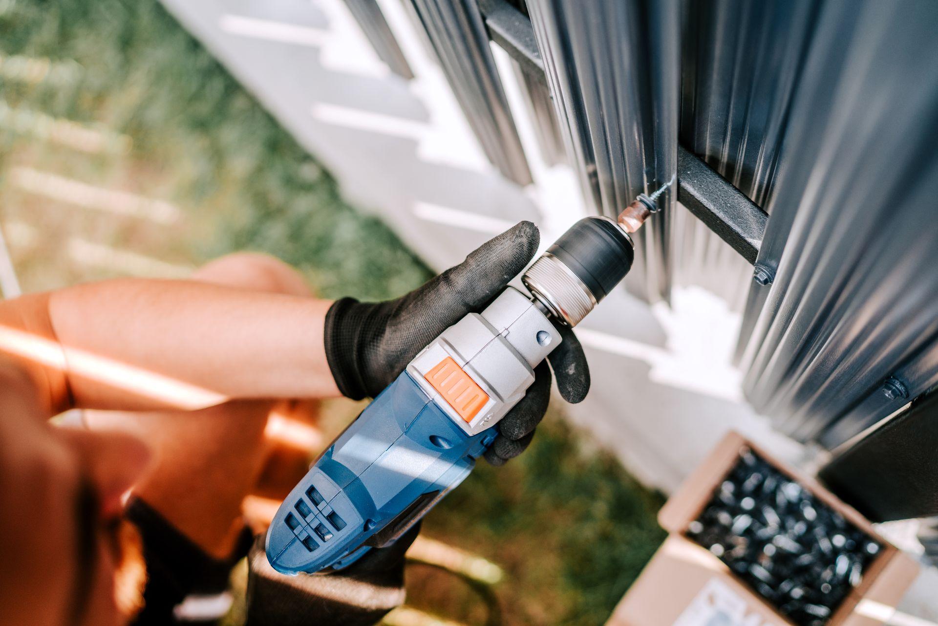 construction-worker-working-with-an-electric-screw-CBJTVNJ.jpg